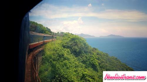 Choáng ngợp với những cảnh đẹp chỉ có thể thấy khi đi tàu hỏa